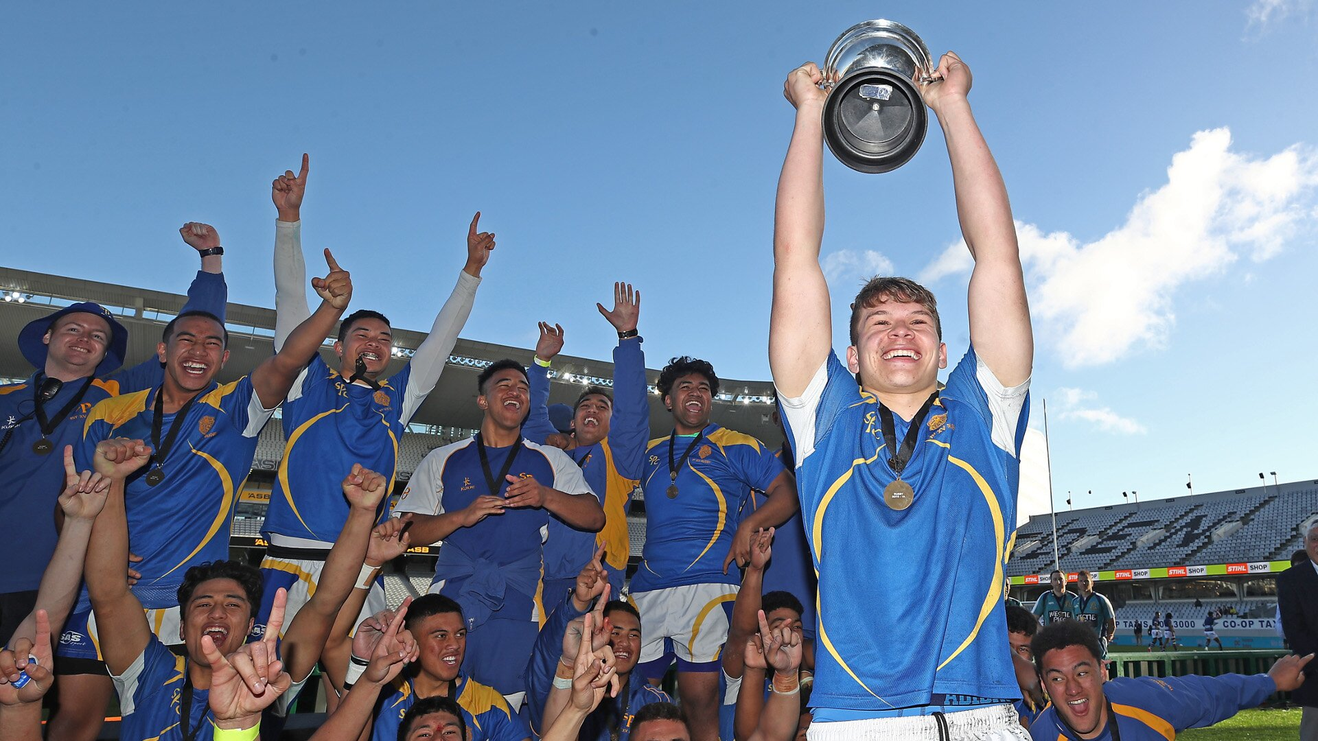 Top rugby prospect decides playing future