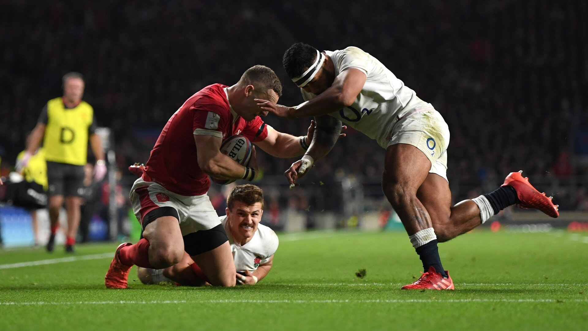 Nigel Owens brilliantly simplifies the debate surrounding the Manu Tuilagi red card