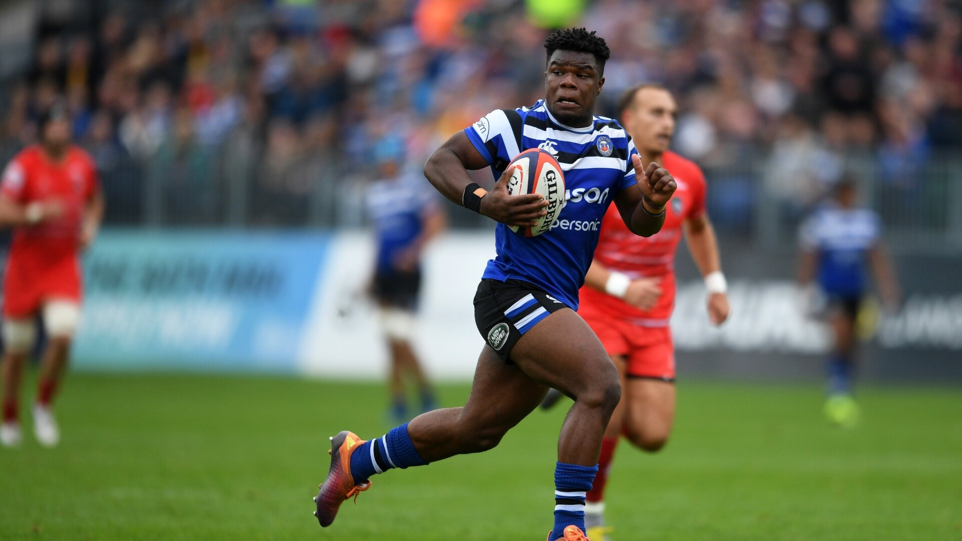 Ex-Bath winger Levi Davis claims 'overwhelmingly positive' reaction after coming out as bisexual