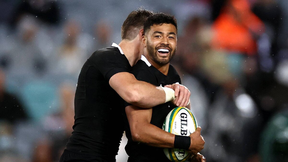 Watch: Richie Mo'unga puts on a first half clinic as All Blacks put  Wallabies to
