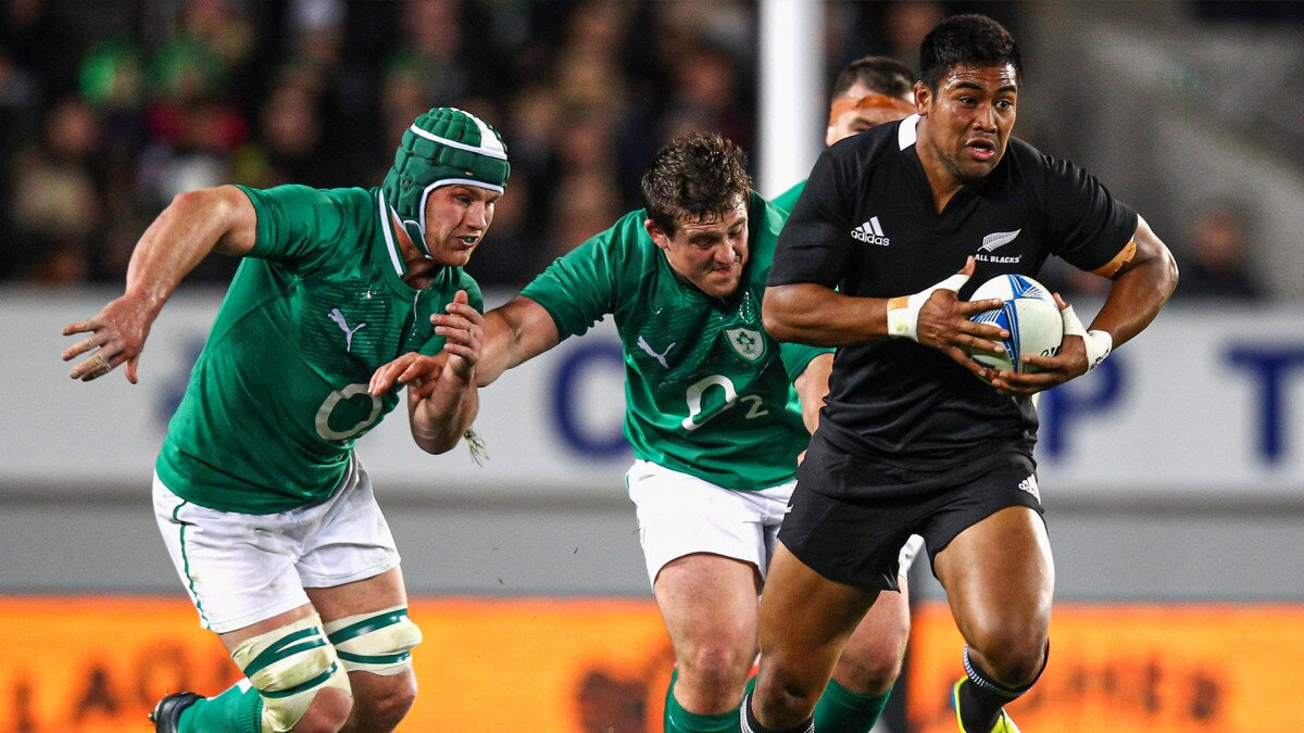 'The Irish had no answer for the pace and power of the world champions' backline': The night Julian Savea arrived on the world stage for the All Blacks